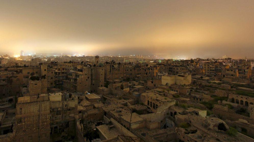 Foto: Vista general de edificios destrozados por los bombardeos en Alepo, el 11 de abril de 2015. (Reuters)