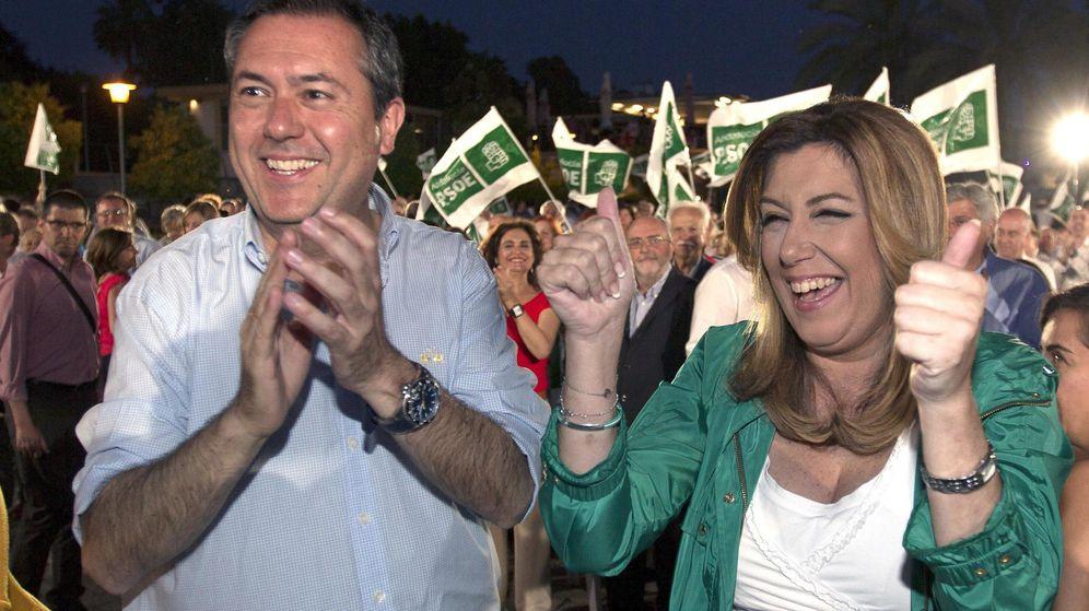 Foto: La secretaria general del PSOE de Andalucía, Susana Díaz (d), y el candidato socialista a la alcaldía de Sevilla, Juan Espadas. (Efe)