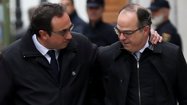 Josep Rull y Jordi Turull, antes de entrar en prisión. (Reuters)