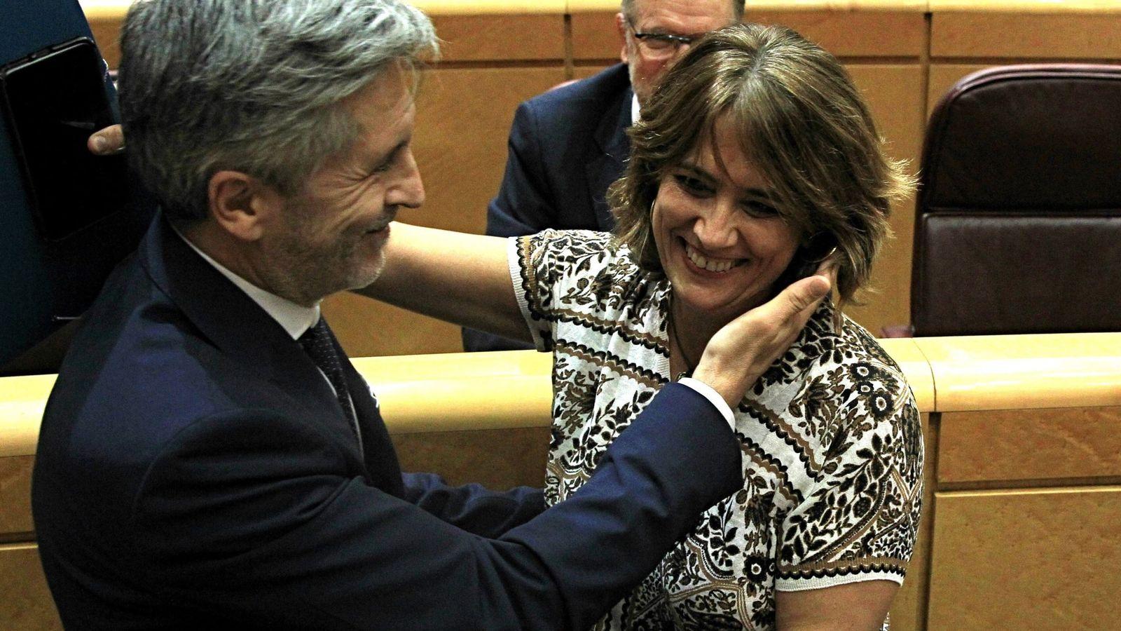 Foto: Fernando Grande-Marlaska con Dolores Delgado, este martes en el Senado. (EFE)