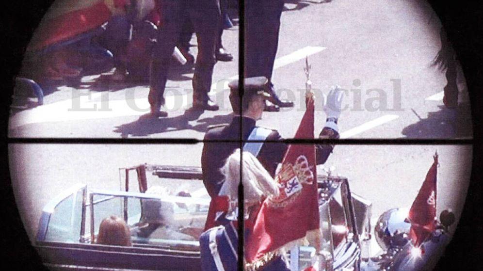 Foto: Felipe VI aparece en el punto de mira de Santiago Sánchez durante el desfile posterior a su proclamación. (Fotogramas reales de la grabación de S.S.R. / EC)