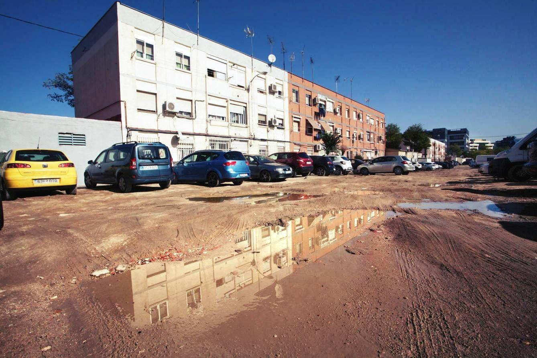 Foto: El lodazal entre dos bloques del barrio de Aeropuerto. (Foto: Enrique Villarino)