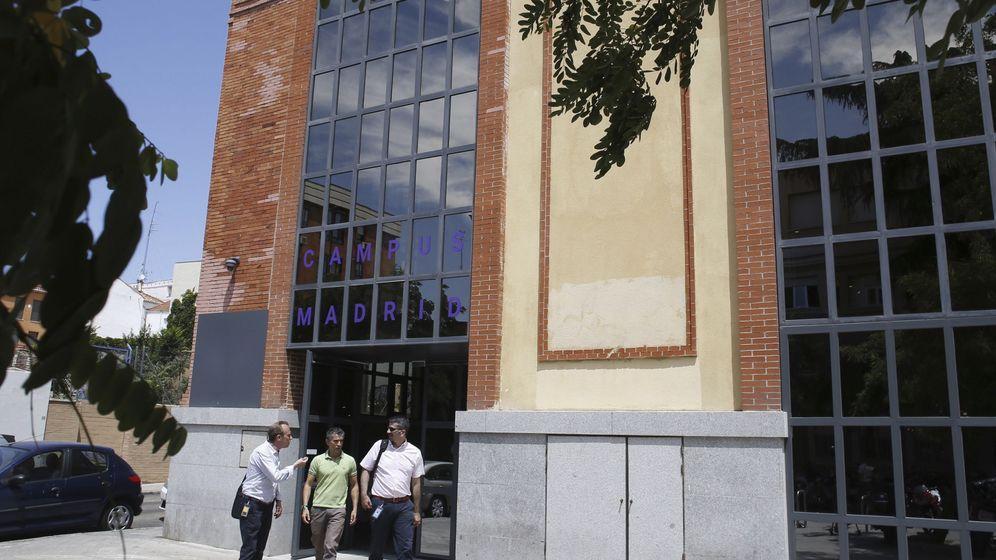 Foto: Entrada de Campus Madrid, en la calle Moreno Nieto. (EFE)