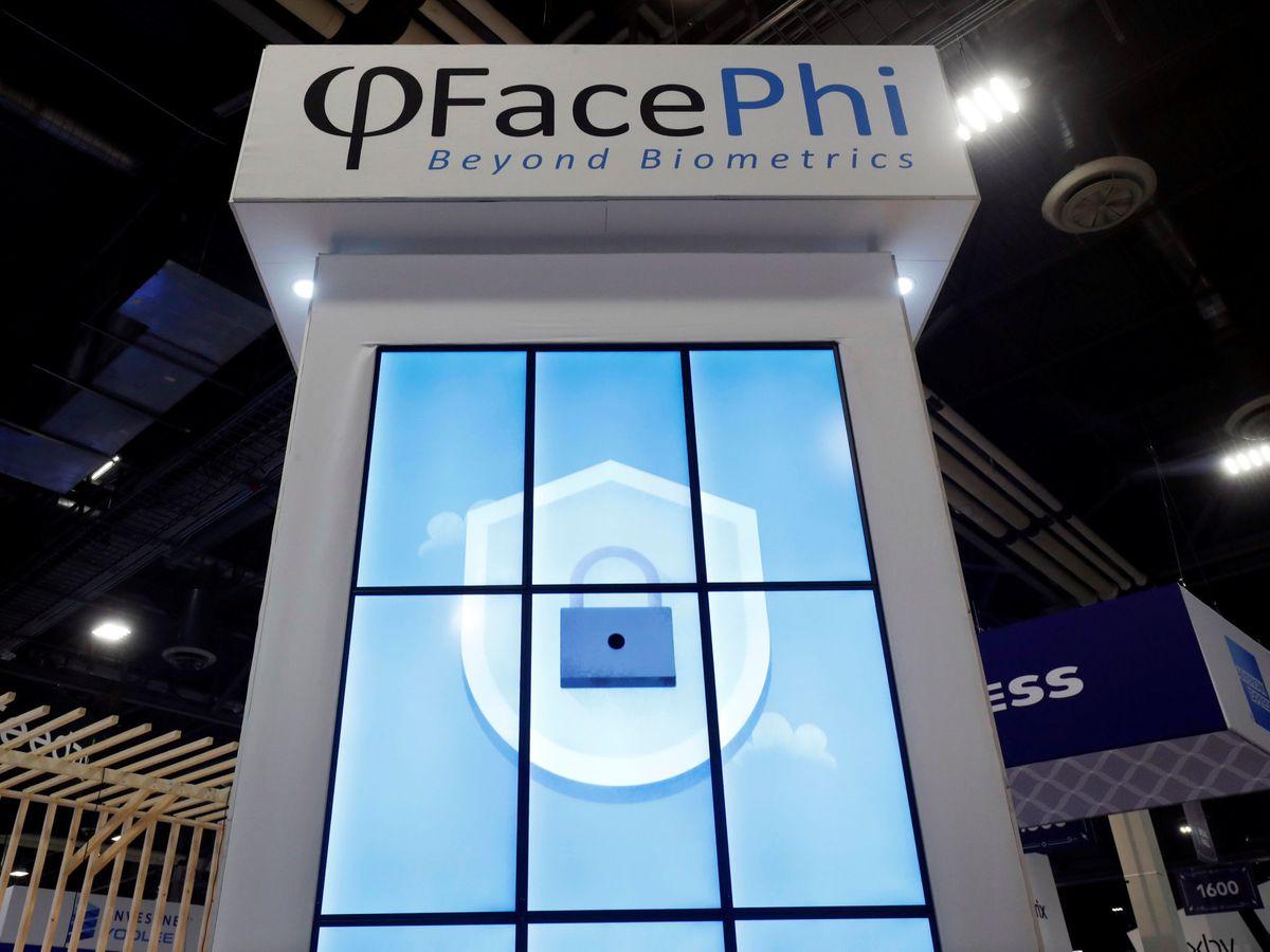 Foto: il logo FacePhi a una conferenza a Las Vegas.  (Reuters)