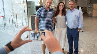 Revilla convoca a sus fans por Twitter para hacerse fotos en el despacho