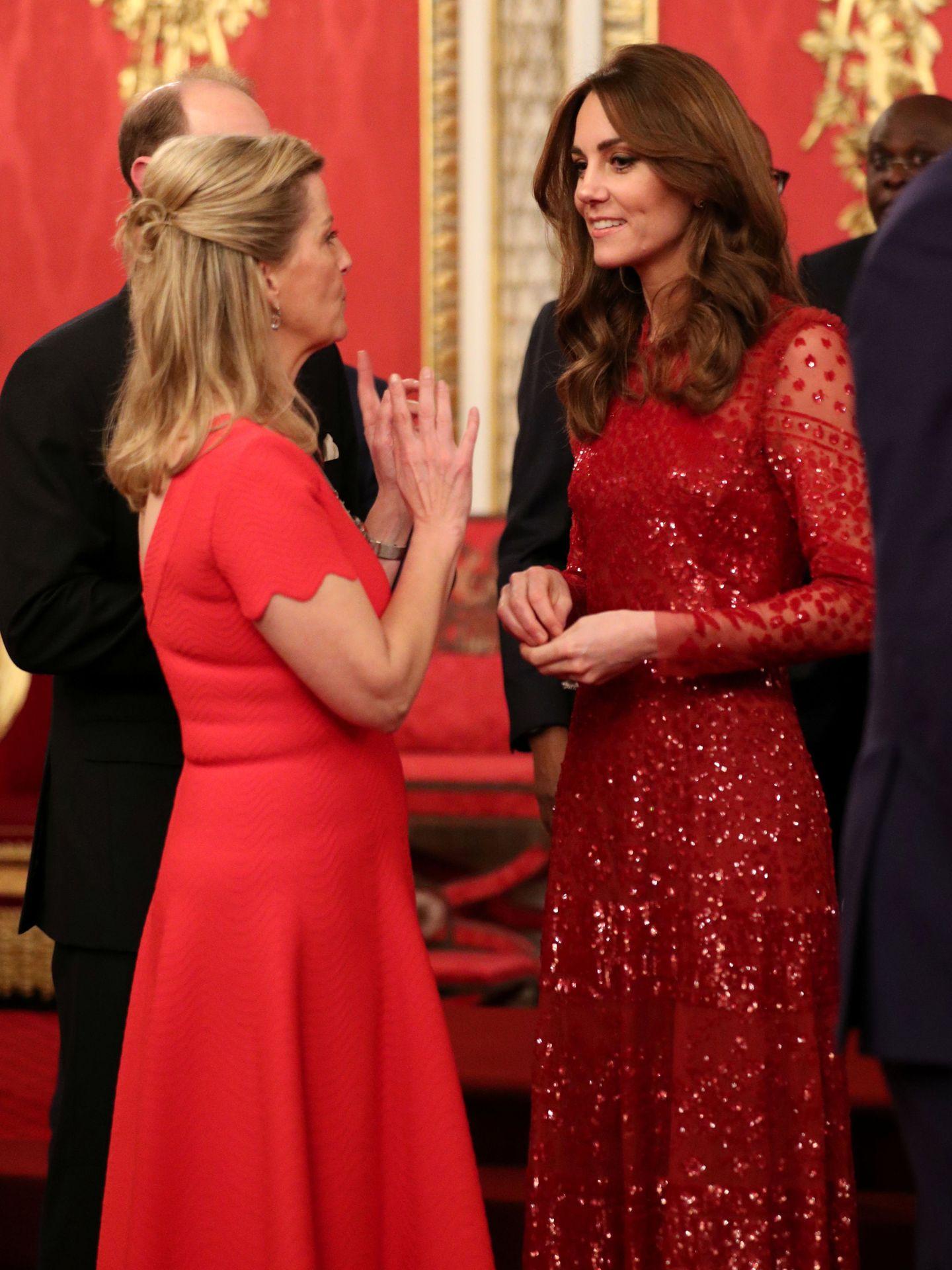 Kate y Sophie, el año pasado en Buckingham. (Reuters)