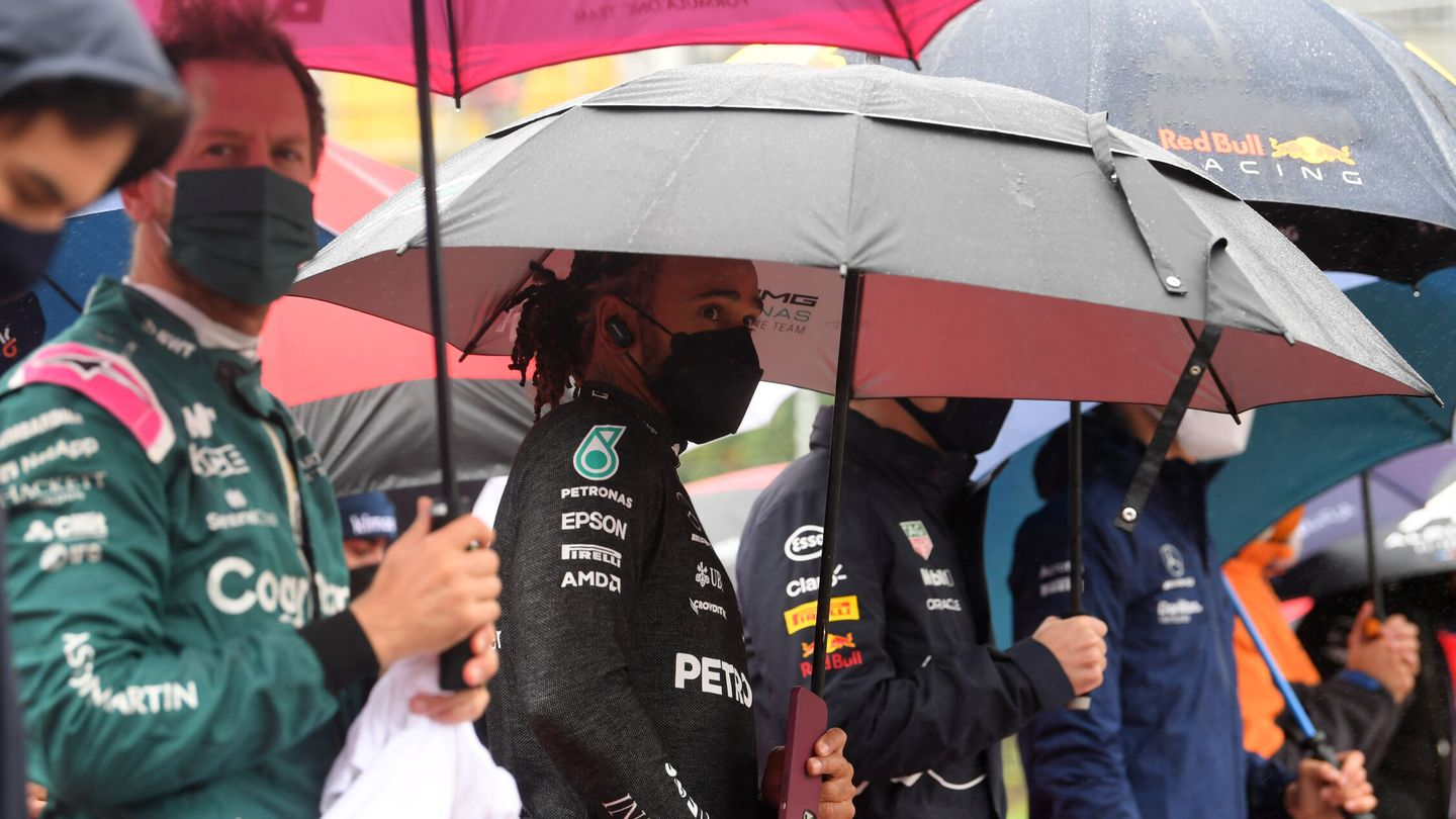 Formula One F1 - Belgian Grand Prix - Spa-Francorchamps, Spa, Belgium - August 29, 2021 Mercedes' Lewis Hamilton with drivers before the race as the race is delayed due to bad weather Pool via REUTERS John Thys