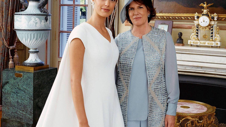 Sofía Palazuelo, posando junto a su madre el día de su boda. (EFE)