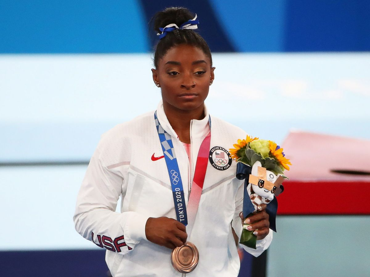 Foto: Biles, con una medalla de bronce conquistada en Tokio. (EFE)