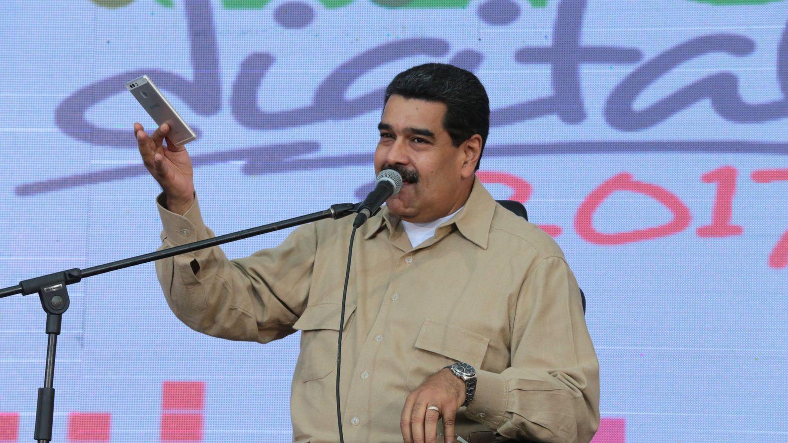 Foto: Nicolás Maduro durante un acto con simpatizantes transmitido por la televisión estatal VTV. (EFE)