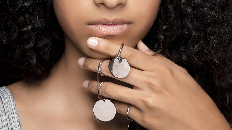 El anillo que te ayuda a maquillarte y además es bonito: ¿la revolución beauty?
