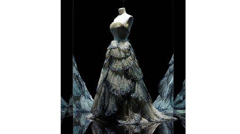 París conmemora los 70 años de Dior, el maestro de la alta costura femenina
