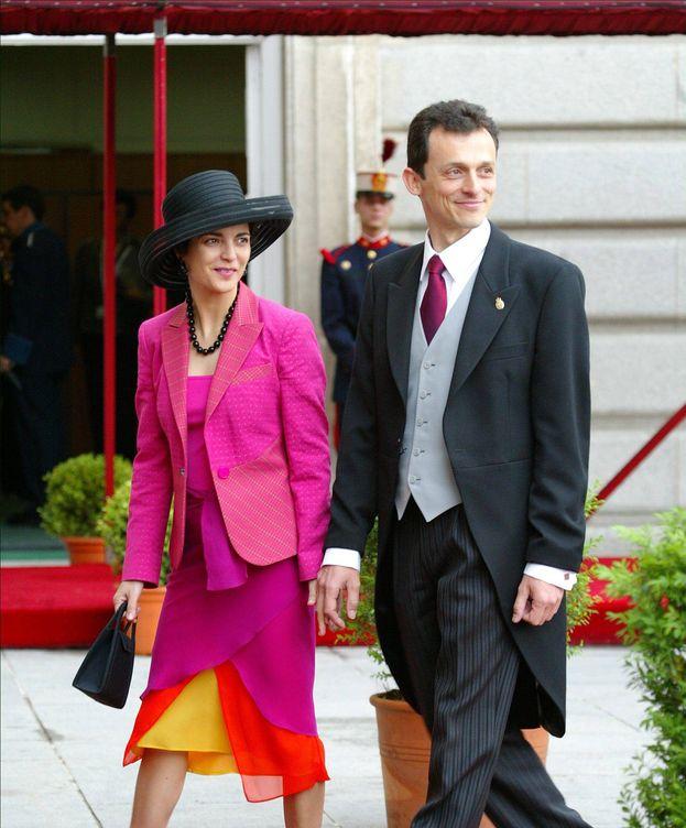 Foto: El ministro Pedro Duque y su esposa, la diplomática Consuelo Femenía, en la boda de don Felipe y doña Letizia. (Gtres)
