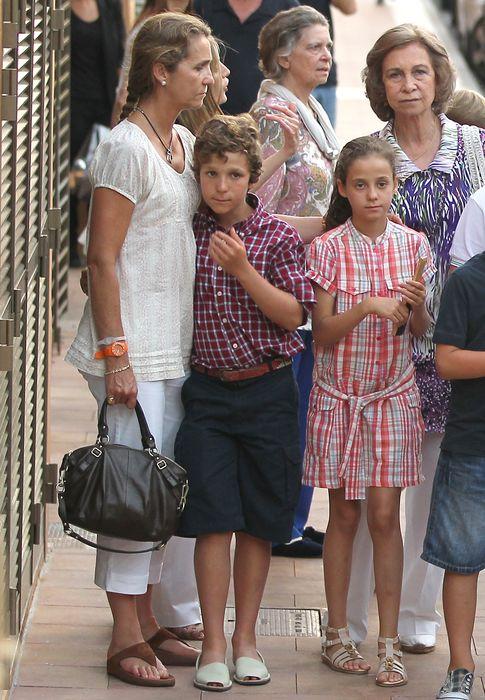 Foto: La Reina Sofía y la infanta Elena junto a sus hijos Froilán y Victoria en una imagen de archivo (Gtres)