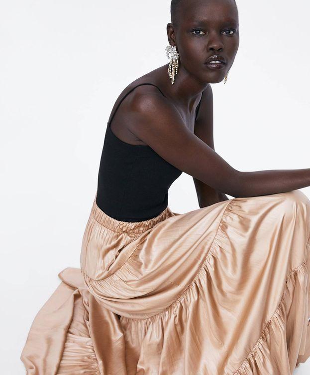 Foto: La falda dorada de Zara que luce como pocas. (Cortesía)