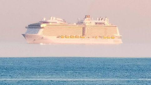 ¿Cómo puede estar flotando este barco en mitad del mar?