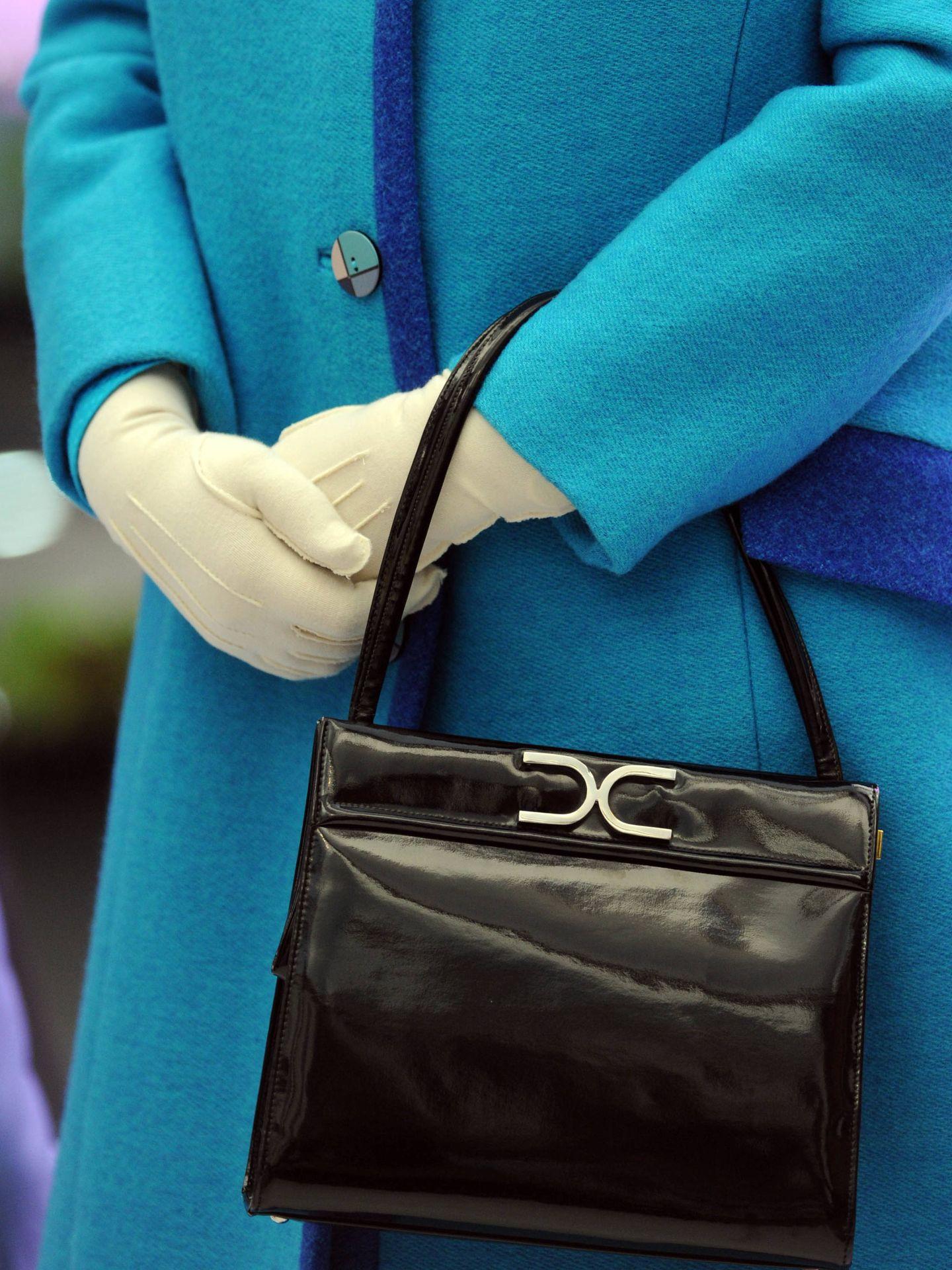 La reina y su bolso: ¡no se toca! (Getty)