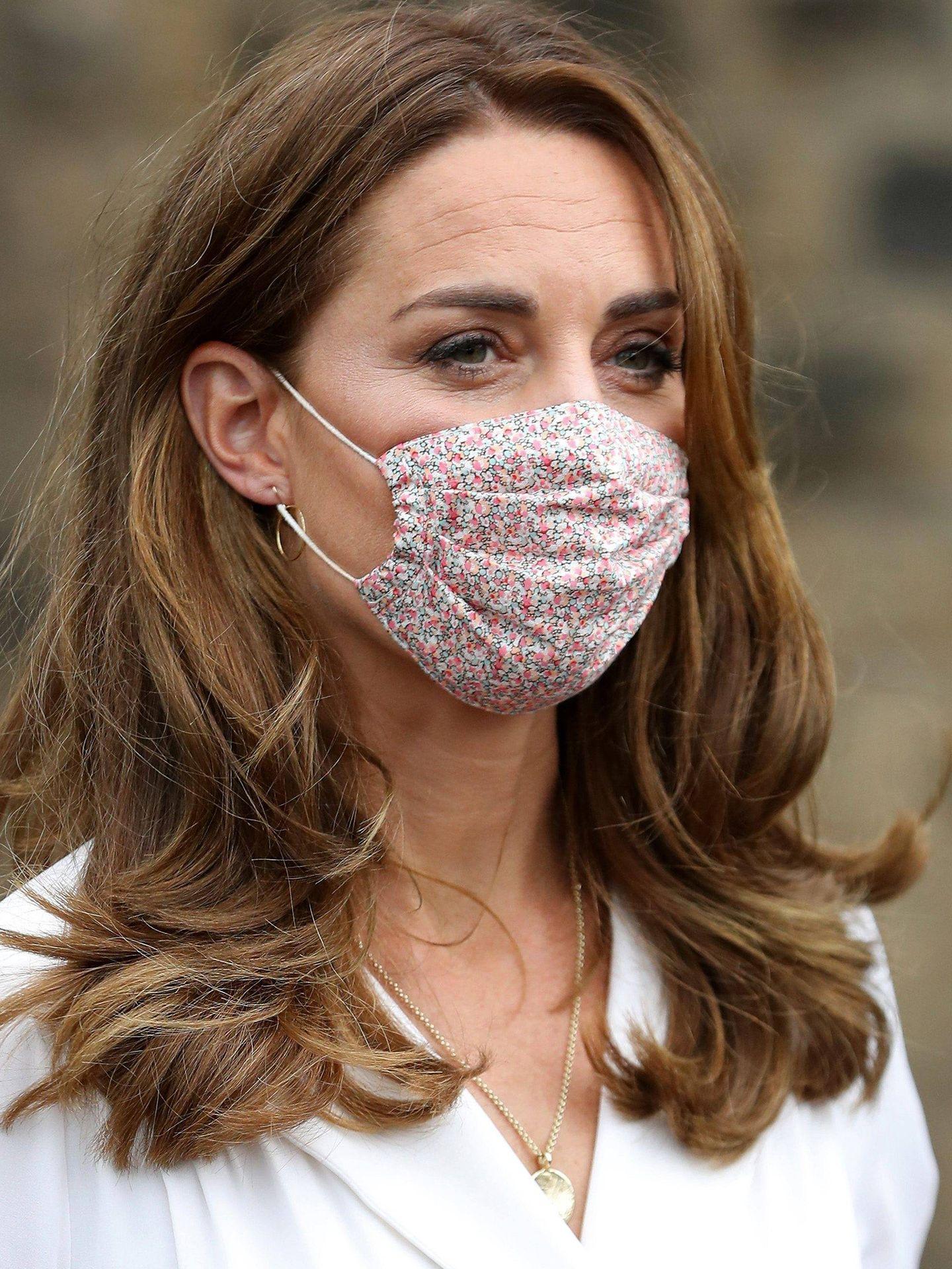 El nuevo corte de pelo de Kate Middleton no se ha olvidado de las capas largas para darle más volumen a la melena. (Cordon press)