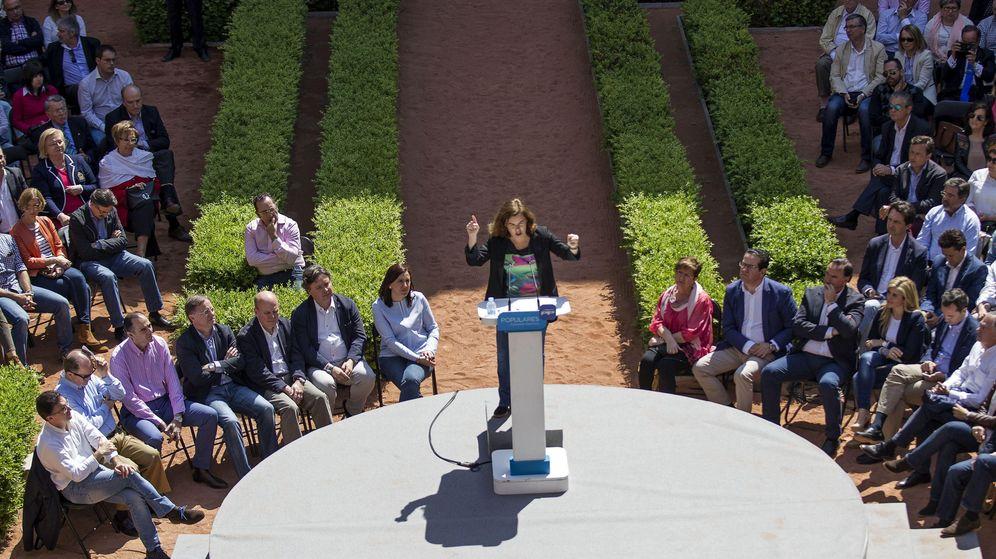 Foto: Soraya Sáenz de Santamaría, en Valencia, en el acto de proclamación de Alberto Fabra. (Efe)