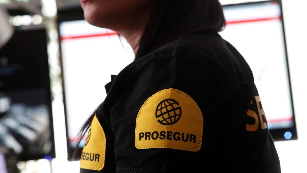 Foto: Una empleada de Prosegur. (Reuters)