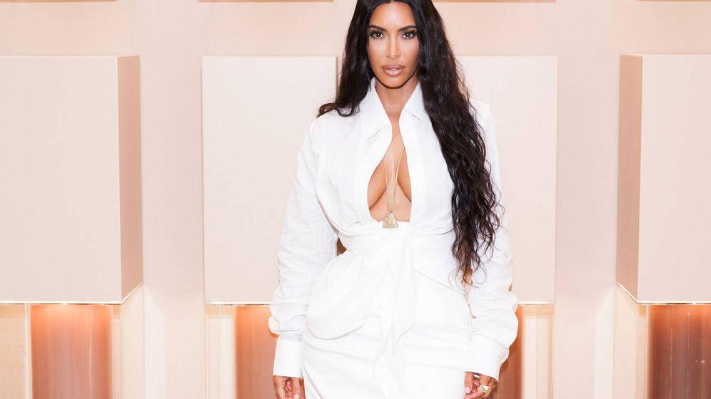 Foto: Kim Kardashian con uno de sus célebres looks. (Presley Ann/Getty Images for ABA)
