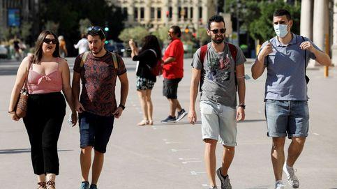 El miedo al Covid hace que las mascarillas sigan adornando las calles españolas