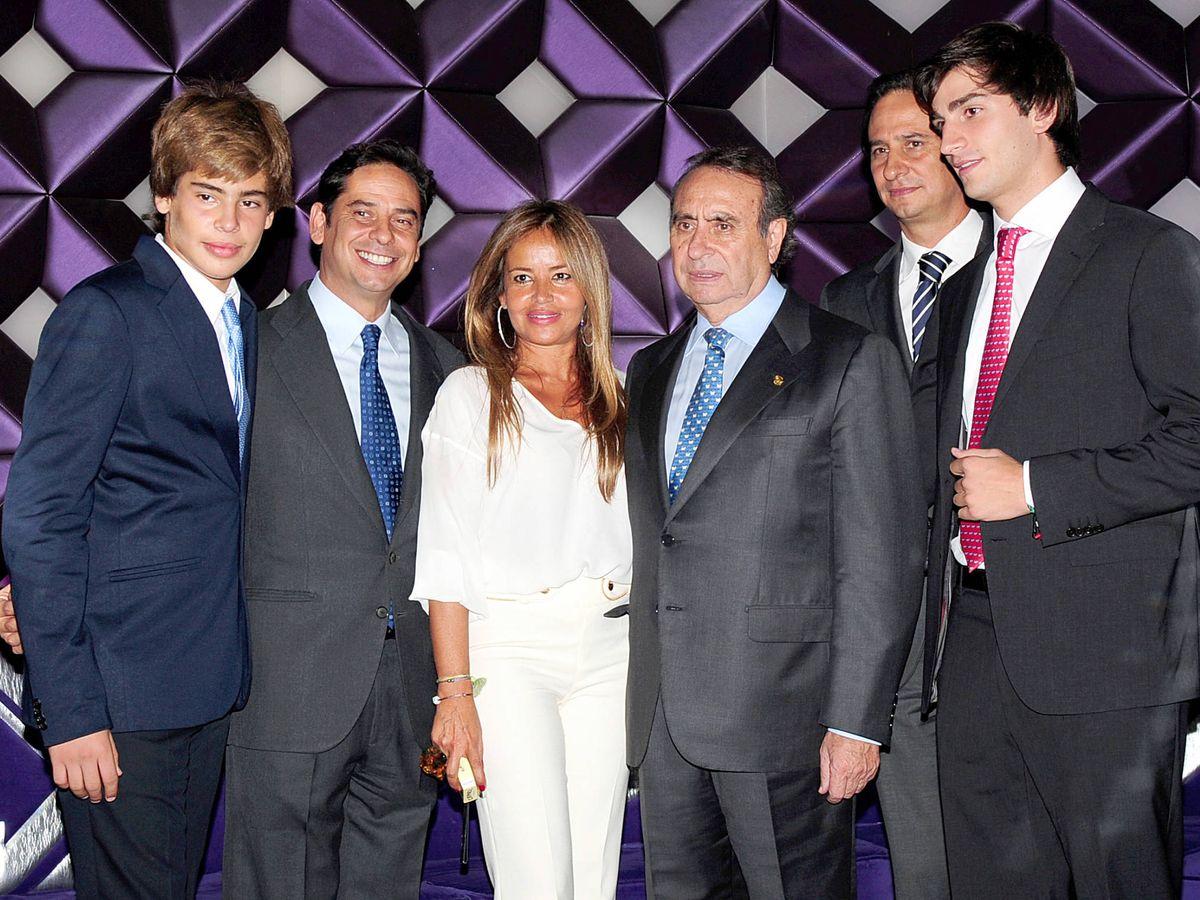 Foto: Pedro Trapote y sus hijos, en una imagen de archivo. (Gtres)
