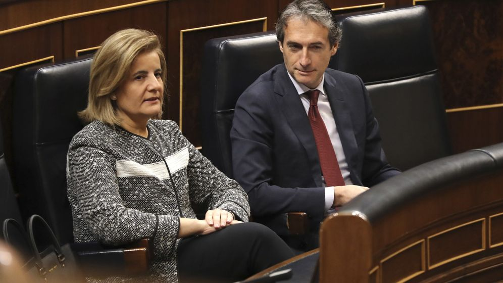 Foto: Pleno con la ministra de Empleo, Fátima Báñez, y el ministro de Fomento, Íñigo de la Serna. (EFE)