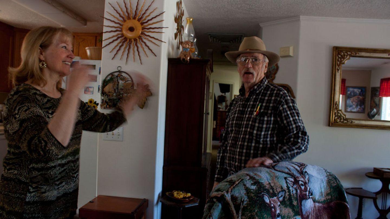 Kystin Decker y su marido, con el que rehízo su vida lejos de la poligamia. (L.G.A.)