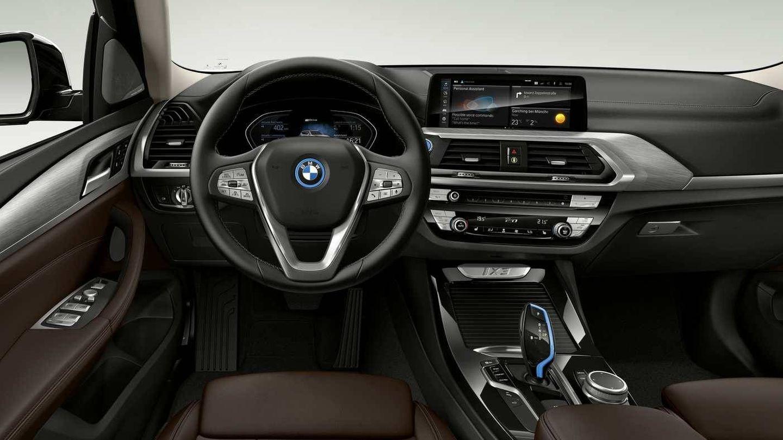 Su interior es idéntico al de cualquier otro X3, salvo por detalles en color azul y por su cuadro de instrumentos sin cuentavueltas.