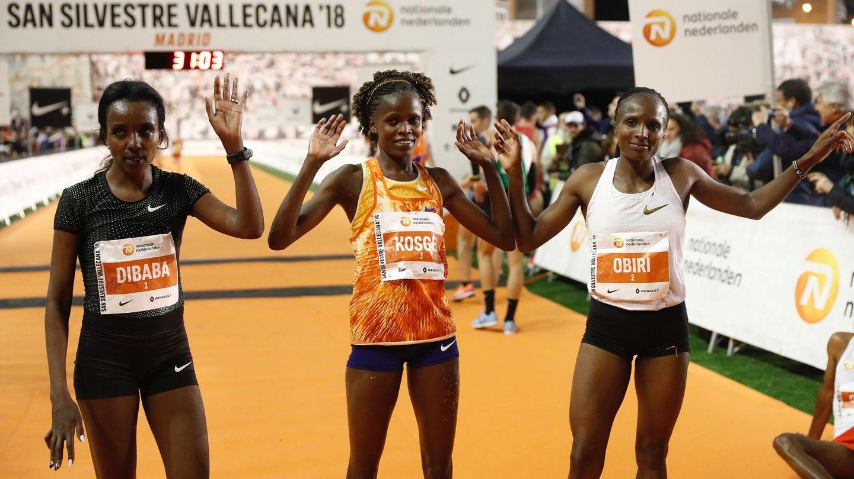 Dibaba (3ª), Kosgei (1ª) y Obiri (2ª), las tres primeras de la San Silvestre Vallecana 2018. (EFE)