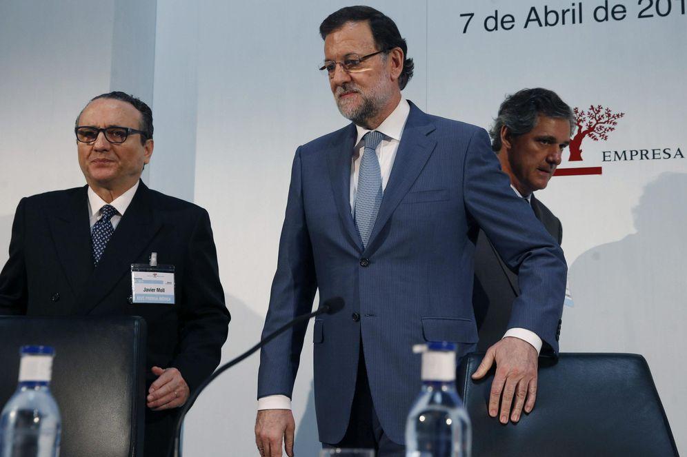 Foto: Javier Moll, presidente del Instituto de Empresa Familiar, junto a Mariano Rajoy. (EFE)