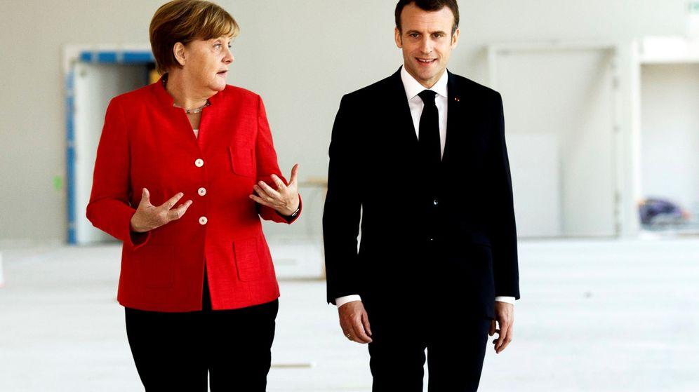 Foto: La canciller alemana, Angela Merkel, y el presidente francés, Emmanuel Macron, ofrecen una rueda de prensa. (EFE)