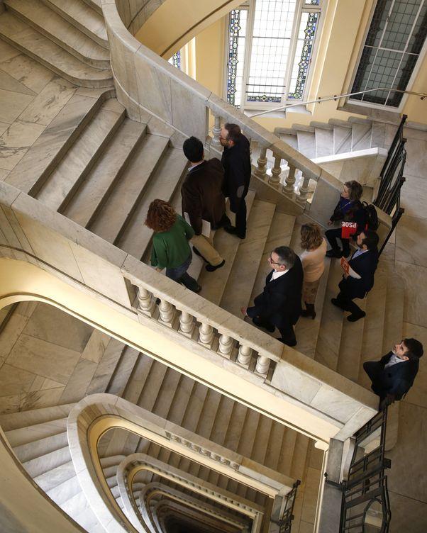 Foto: Reunión de los equipos negociadores de PSOE y Ciudadanos, encabezados por Antonio Hernando y Juan Carlos Girauta, este 5 de marzo en el Círculo de Bellas Artes de Madrid. (EFE)