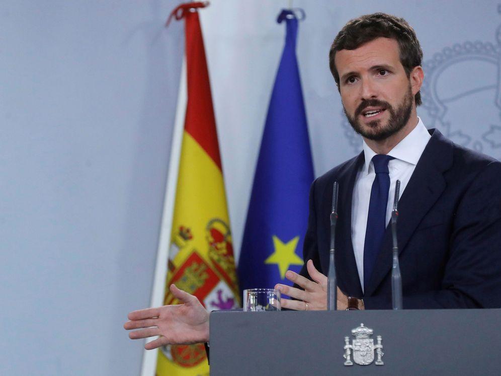 Foto: El líder del PP, Pablo Casado, tras la reunión que ha mantenido con el presidente del Gobierno en funciones, Pedro Sánchez. (EFE)