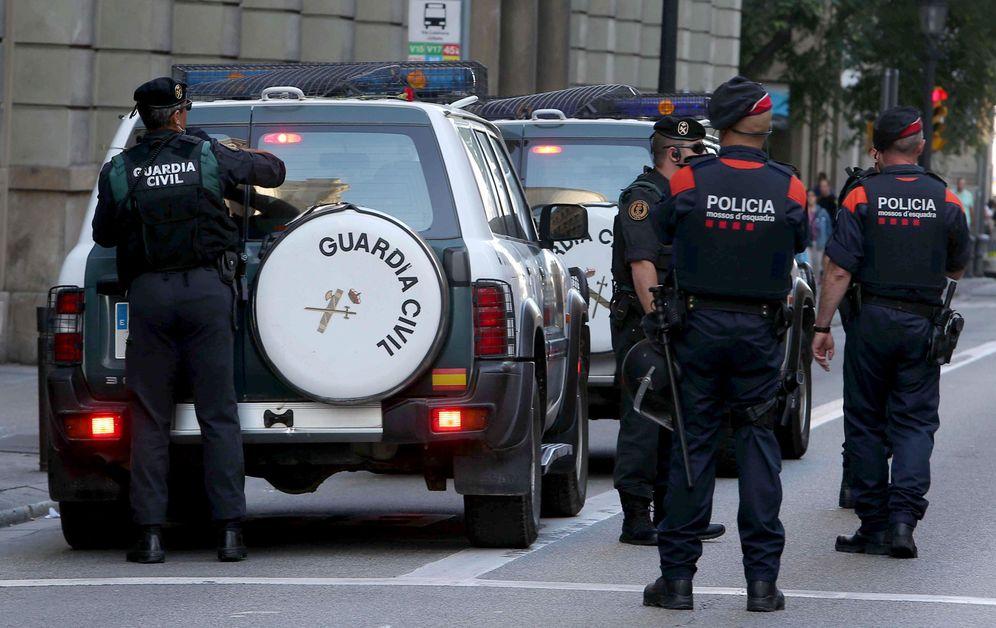 Foto: Efectivos de Guardia Civil y Mossos d'Esquadra, el pasado 20 de septiembre en Barcelona. (EFE)