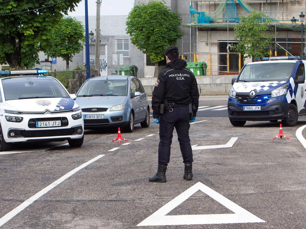 Foto: Controles de la Policía Local de Vigo. (EFE)