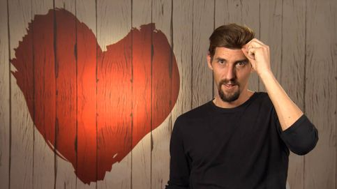 Javier sorprende en 'First Dates' con sus dos revelaciones: ¡OMG, tiene peluquín!