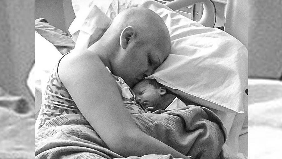 Recibe quimioterapia en su embarazo por un cáncer y da a luz un bebé sano