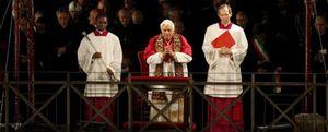 La Iglesia se defiende, y dice que no compara las críticas al Papa con el antisemitismo
