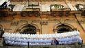 Sánchez pincha con el Ibex para hacer su viaje exprés a Cuba