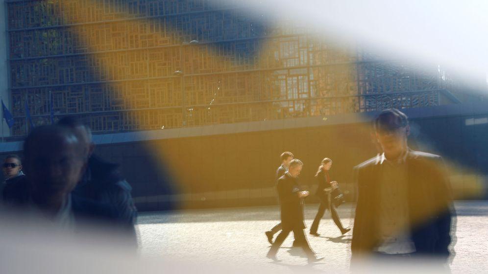 Foto: Un reflejo en el edificio de la Comisión Europea. (Reuters)