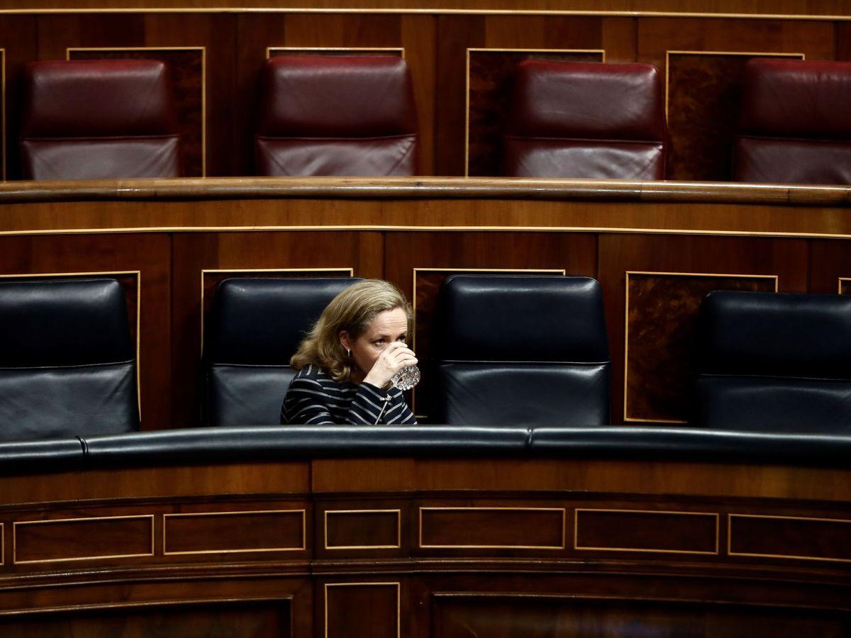 Foto: La vicepresidenta de Asuntos Económicos, Nadia Calviño, durante el pleno celebrado este miércoles en el Congreso de los Diputados. (EFE)