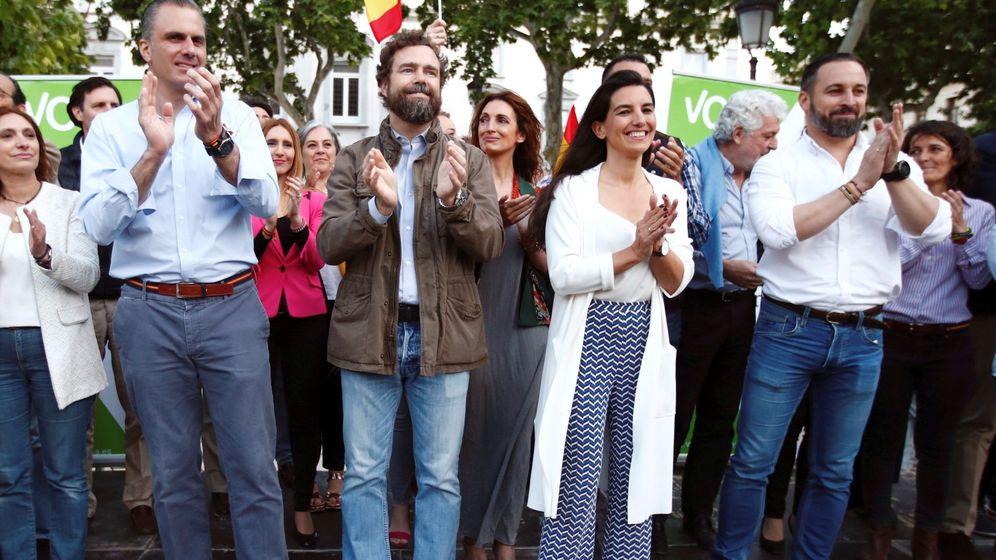 Foto: Miembros del partido Vox en un acto en Madrid (Efe)