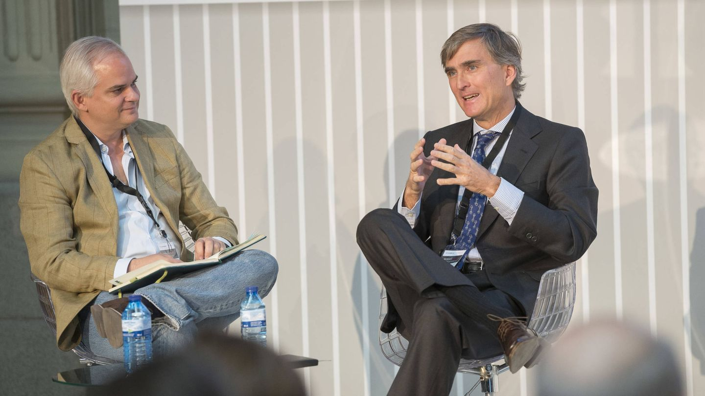 Alberto Artero, director general de El Confidencial (i), y Francisco García Paramés (Cobas).