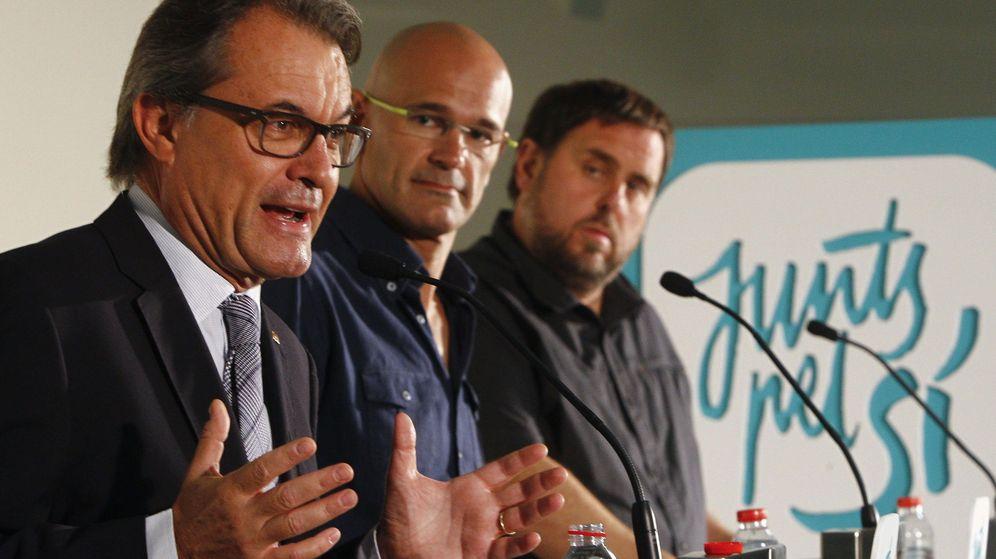 Foto: Los candidatos de Junts del Sí con Romeva en el centro durante un mitin. (EFE)