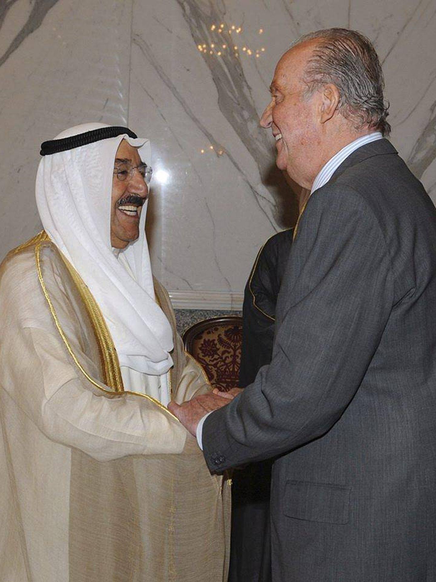 El rey Juan Carlos, durante un encuentro con el emir de Kuwait en 2012. (EFE)
