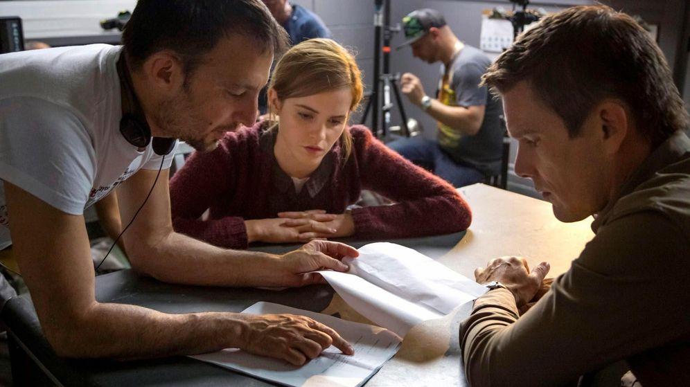 Foto: Alejandro Amemábar da instrucciones a Emma Watson y Ethan Hawke