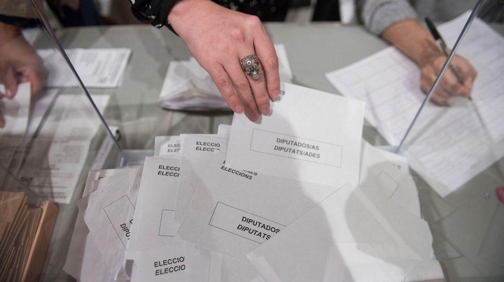 Foto: Escrutinio en un colegio electoral el 28-A. (EFE)