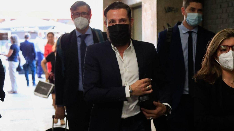 Antonio David Flores se reencuentra con sus compañeros de 'Sálvame' en los juzgados